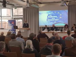 Matthias Dornhuber, Sprecher des AK Europa der SPD Mittelfranken, begrüßt die Teilnehmer